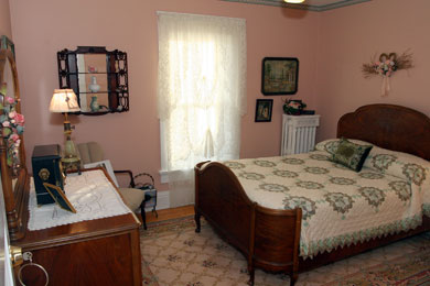 Bed And Breakfast Room With Shared Bath The Maid S Quarters